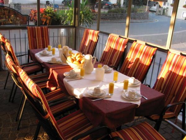 Frühstück im Gastgarten